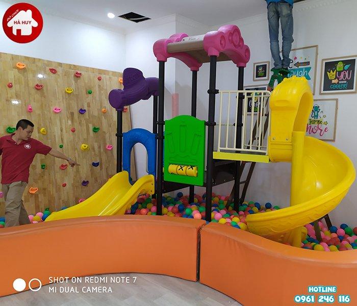 Hoàn thiện lắp đặt công trình nhà chòi cầu trượt tại Mỹ Đình, Hà Nội